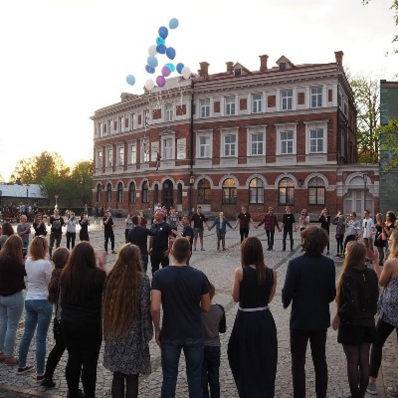 """Cēsu novada Jauniešu domes debates """"Vai Latvijas vidusskolu absolventiem būtu jādodas studēt ārpus Latvijas?"""""""