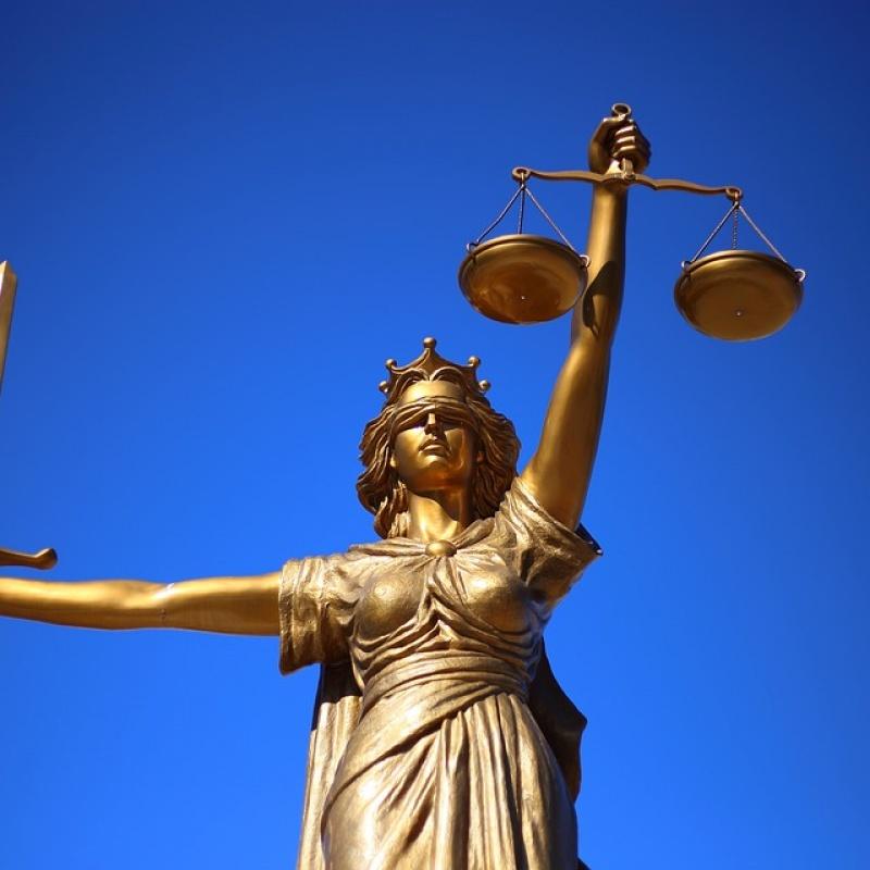 Par valsti un tiesiskumu: brīva saruna ar Egilu Levitu