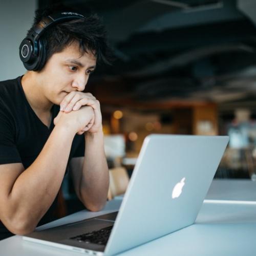 """Sesija """"Latvietis - valodnieks: Interaktīva aktivitāte - mācies valodu tiešsaistē"""""""